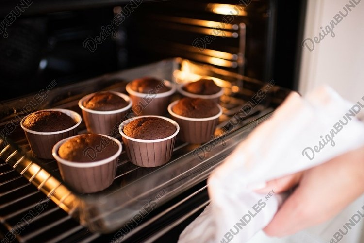 Baking chocolate cup cake at home