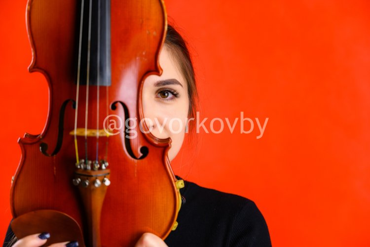 5 stylish conceptual photos of a girl with a violin