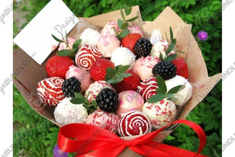 Photo strawberry blackberry berry sweet chocolate bouquet example image 1