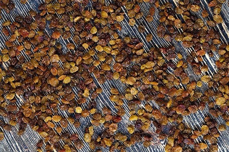 light-colored dried raisins example image 1