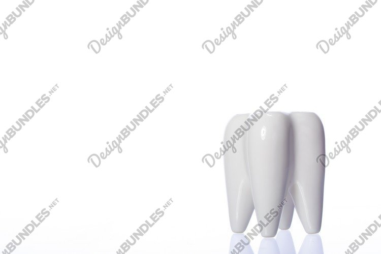 tooth-shaped shiny container for toothbrushes example image 1