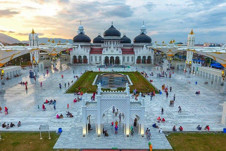 Baiturrahman Grand Mosque in Aceh Indonesia example image 1