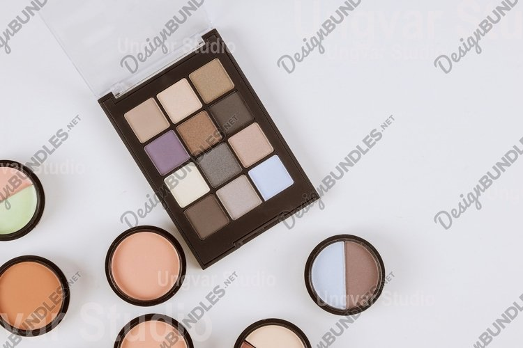 Eye shadows palette of multicolor cosmetic make up example image 1
