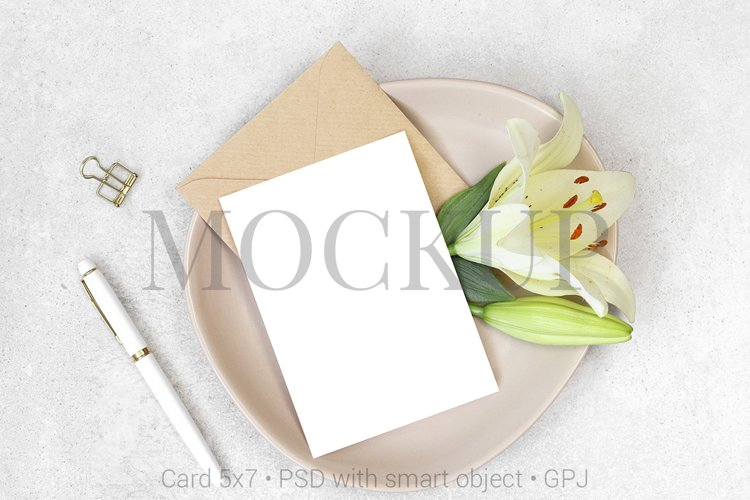 Mockup invitation card with white pen and flowers