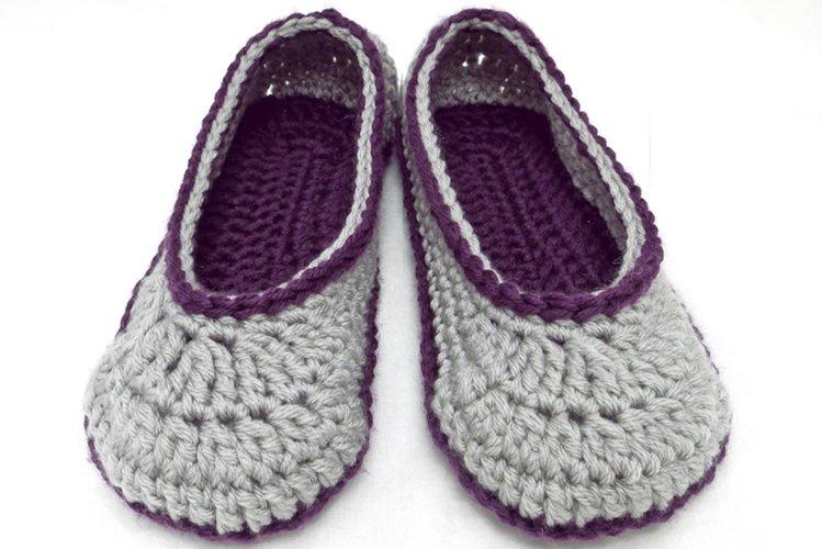 2 Hour Women's Slipper Crochet Pattern example image 1