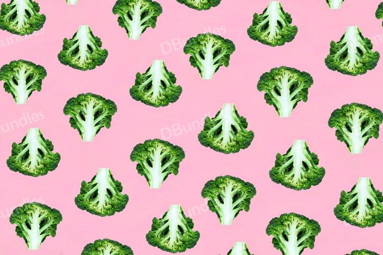 Seamless minimalistic pattern with broccoli on a pink