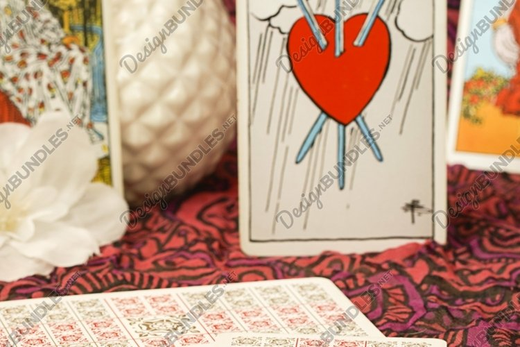 Ritual with tarot cards or fortune telling