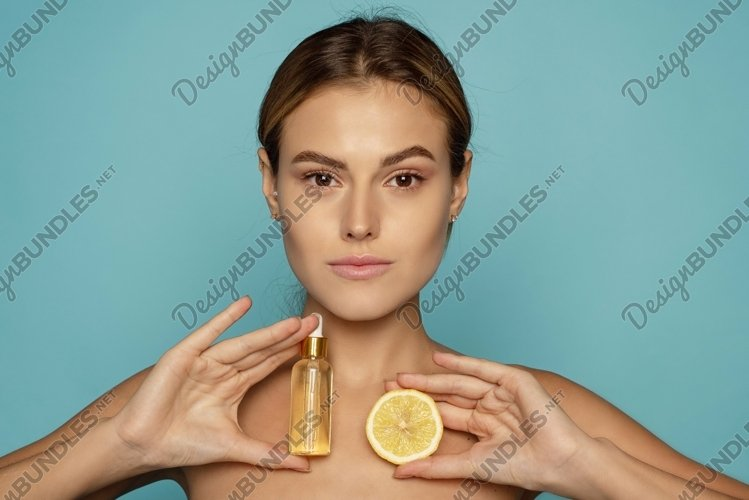 Model Using Natural Cosmetic Product For Hydrated