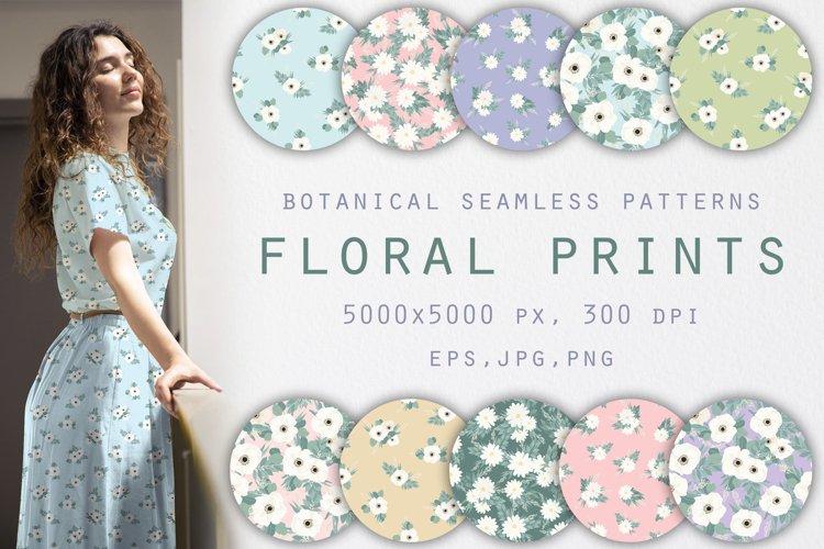 White wildflowers. Seamless pattern. Botanical design.